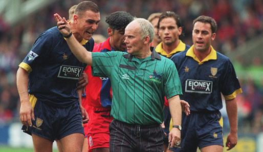 Jones letting his feelings known to the referee in his usual calm, collected way.